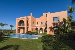 Villa mit Pool und wunderschön angelegten Garten in Golfresort Nahe Alcantarilha
