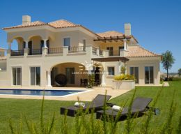 Detached four bedroom Villas with private pool in unique Golf resort