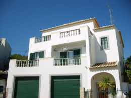 Gorgeous T4 villa on tranquil location in Tavira with garage