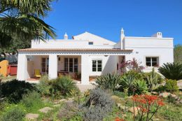 Single storey villa on fully fenced plot with easy to maintain mediterranean garden near Loule