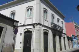 Partly renovated townhouse in historic centre of Loule