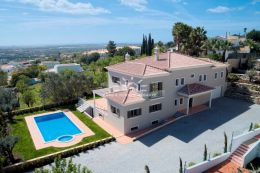 Large villa with pool on elevated position and ocean view near Boliquieme