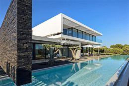 Modern villa with pool in quiet residential area adjacent to Millennium golf course in Vilamoura