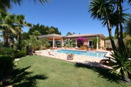 Villa mit Pool und Panoramameerblick in Santa Barbara de Nexe