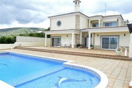 Impossing villa with large pool and sea view in Santa Barbara de Nexe