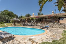 Single storey villa with pool in peaceful area near Loule