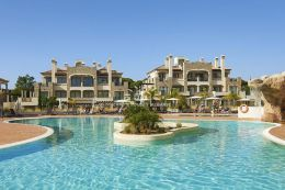 One bedroom luxury apartments with pool on 5 star Golf Resort in Vilamoura close to beach