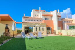 Semi-detached villa with pool near the beach, Almancil and Vale do Lobo