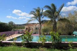 Villa mit Pool, gepflegten Garten und Grossem Keller nahe Silves