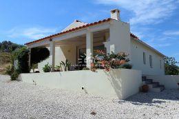 Zwei Villas und ein Bauernhaus auf riesige Grundstück mit Panoramablick nahe Silves