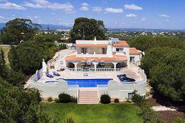 Schöne Villa mit Pool auf grossen Grundstück und absoluter Privatsphäre nahe Carvoeiro