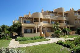 Villa on exclusive resort near Ferragudo with communal pool and beautiful gardens