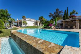 3 bedroom Villa near Villamoura with swimming pool to be sold fully furnished