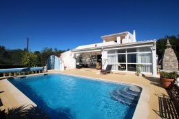 Beautiful villa with pool near Santa Barbara de Nexe