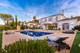 Magnificent villa with pool and garage adjoining the golf course in Quinta do Lago