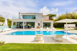 Contemporary villa with large pool in Quinta do Lago