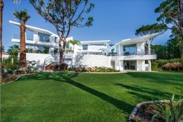Modern luxury villa with pool in one of the most sought after areas in Quinta do Lago