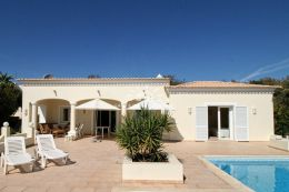 Single storey villa with pool and seaview near Vilamoura