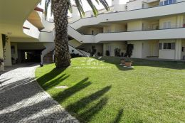 Spacious apartment close to the beach in Vale do Lobo