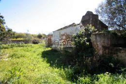 Plot of land with ruin near Olhao