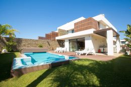 Unique villa with pool in walking distance to the beach and all amenities near Albufeira
