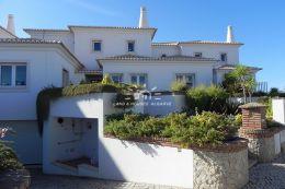 Villa in ruhiger Lage mit Gemeinschaftspool in Vilamoura