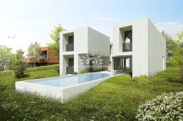 Newly build modern villa with pool overlooking the golf course in Vilamoura