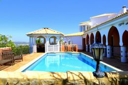 Spacious 4 bedroom Villa with pool and sea view in Goldra