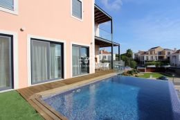 Luxury apartment with infinity pool adjacent to golf course in Vale do Lobo