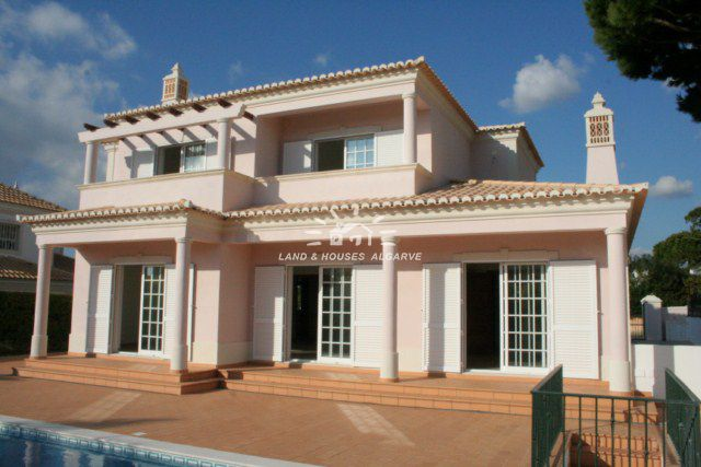 Villa for sale near Quinta do Lago