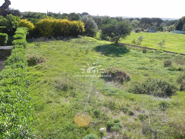 Plot of land in quiet urbanization near Vilamoura