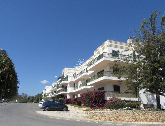 Beautiful, large two bedroom barrier free apartment in Tavira near all amenities