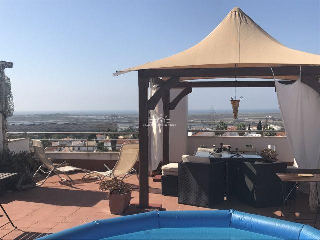 Dachterrasse von 3 SZ Obergeschoss-Wohnung mit bestem Meerblick in Tavira