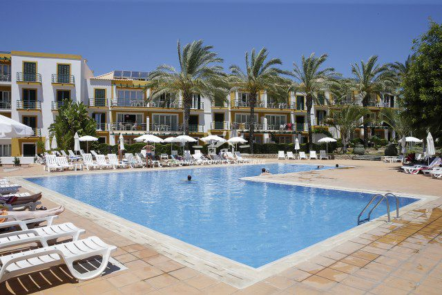 Sunny 2 bed apartment in Qtª do Morgado resort