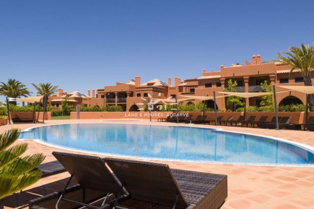 Modern apartment with pool on beautiful resort in Alcantarilha