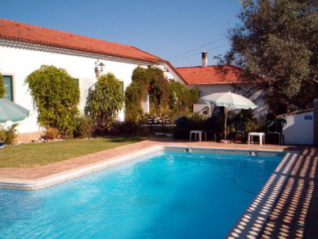 Renovated Portuguese guesthouse for sale with swimming pool on central location in Sao Bras de Alportel