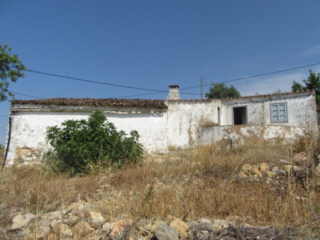 South- facing ruin with sea view in the countryside close to Tavira