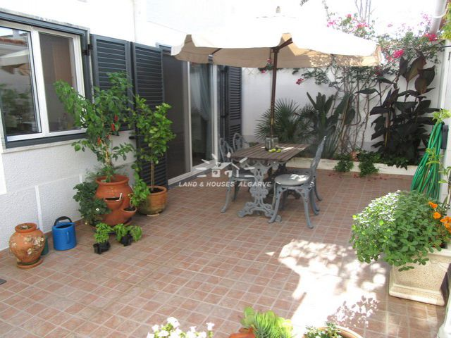 Beautifully restored house with patio and guest annex in Santa Luzia
