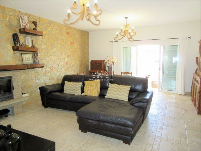 Superb quality end of terrace townhouse with garage close to Tavira centre