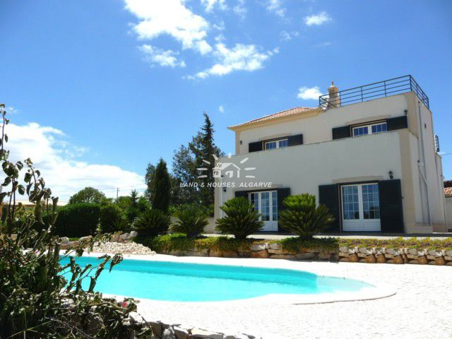 Good quality 3 bed villa for sale with pool and garden near Tavira enjoying great sea and mountain views
