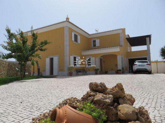 3 bedroom villa with study (or 4th bedroom)