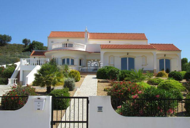 3 SZ Villa mit Pool, Garage und Terrassen nahe Castro Marim