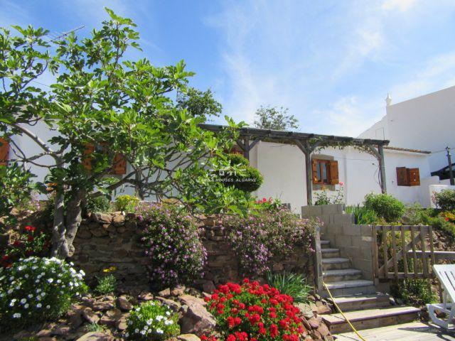 Schön renoviertes Landhaus mit hervorragendem Landschaftsblick nahe Sao bras de Alportel mit hervorragendem Blick