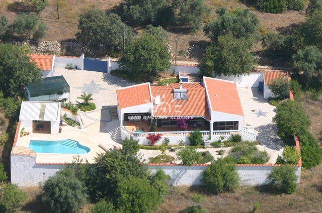 Eingeschossige 3 SZ Villa mit Pool und Garage in ruhiger Lage nahe Tavira