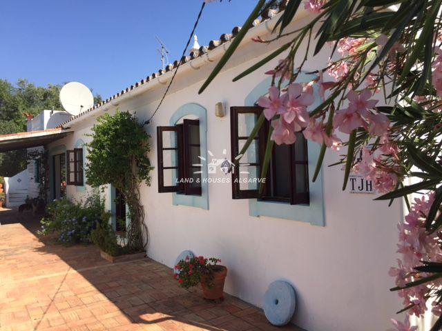 Quinta on lovely plot on very private location near Santa Catarina de Fonte do Bispo