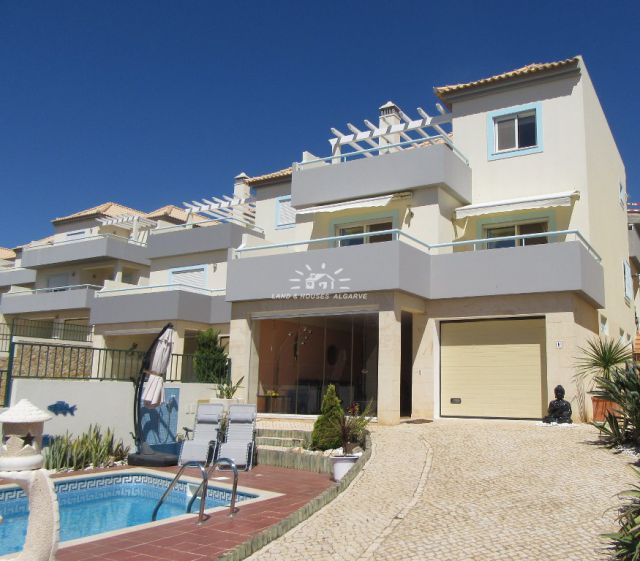 High quality villa with private pool in exclusive condominium in Tavira