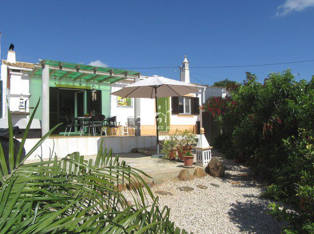 Immaculate two bedroom countryside villa with pretty garden and sea view