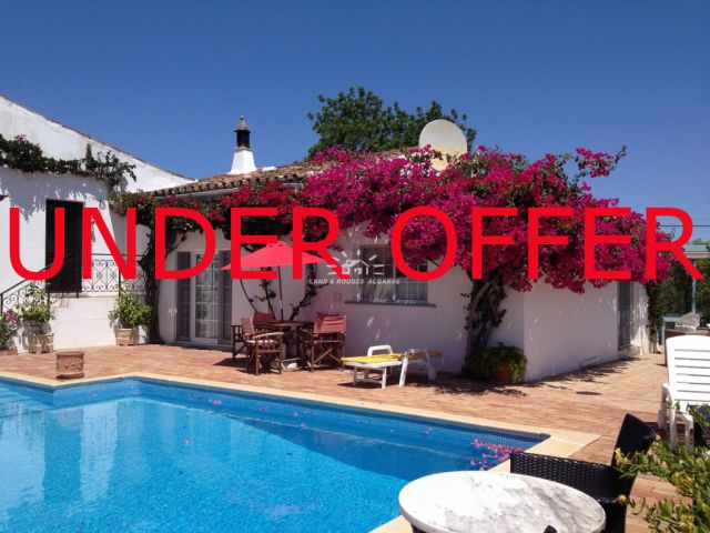 Beautifully renovated cottage in gated condominium with pool near Sao Bras de Alportel