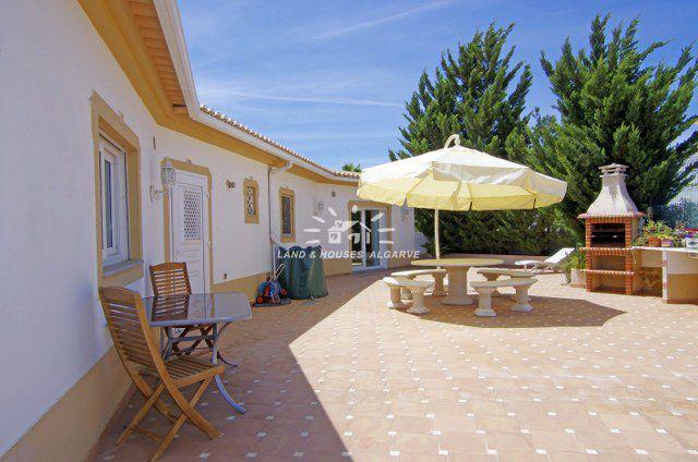 Geräumige Villa mit Garage und Pool in Quinta do Sobral nahe Castro Marim