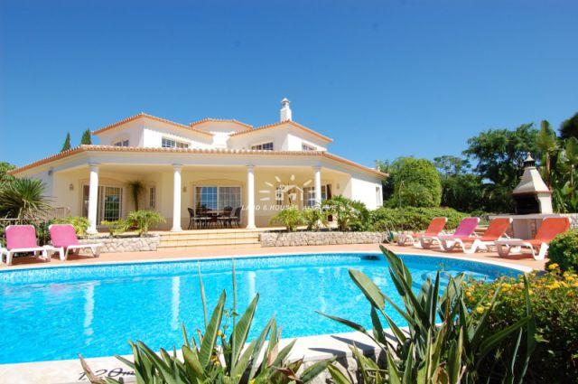 Spacious villa with pool and garage close to Carvoeiro